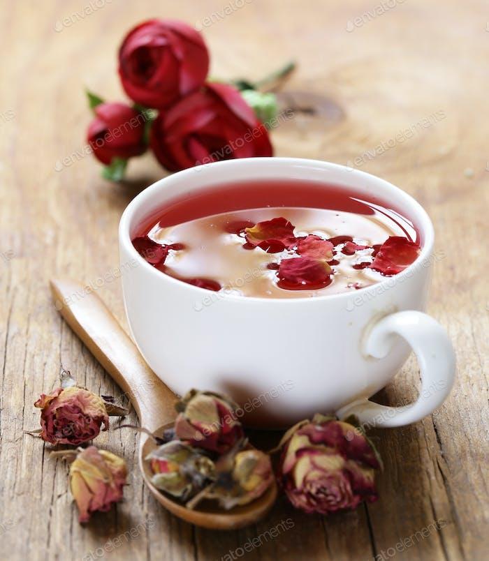 Roter Blumen-Tee