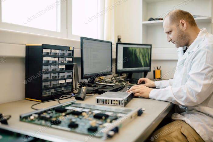 Techniker Reparatur cmts Karten