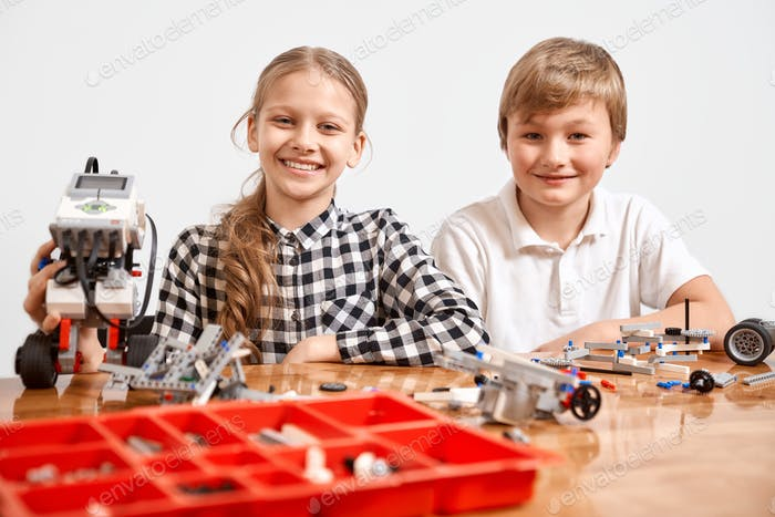 Two kids working using building kit