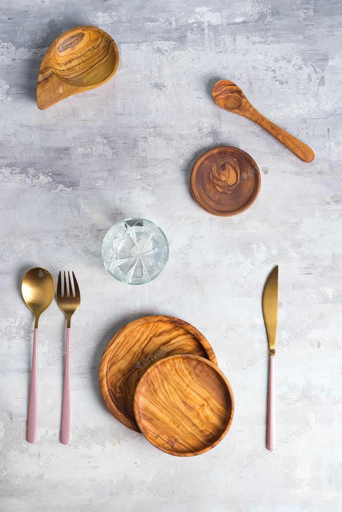 Flat lay of wooden plate and cutlery utensils on grey background. Empty plate. ,food, zero waste