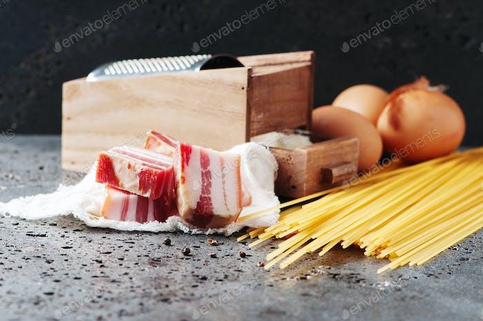 Ingredients for making pasta carbonara