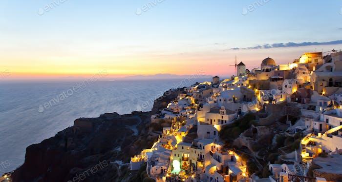 Oia Dorf auf der Insel Santorin - Griechenland