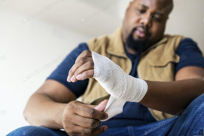 Eine Person, die verletzt wird