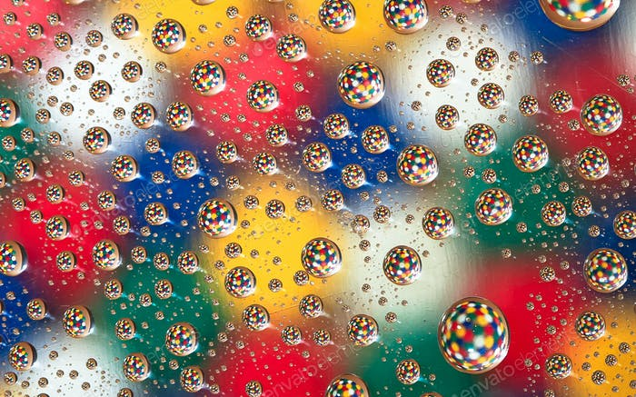 Colorful Pattern in Water Droplets