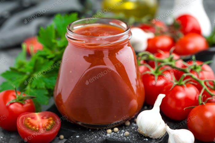 Tomato paste and fresh tomatoes, tomatos puree