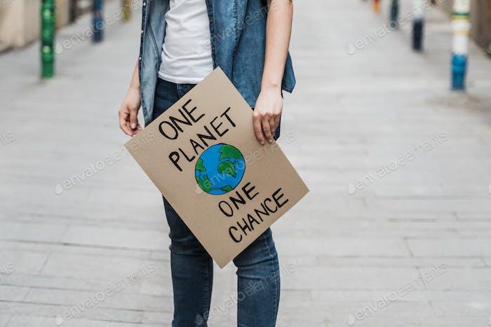 Manifestación en la ciudad protestando contra el cambio climático - Concepto de calentamiento global y medio ambiente