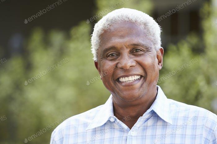 Porträt von Senior Afroamerikaner Mann, Nahaufnahme