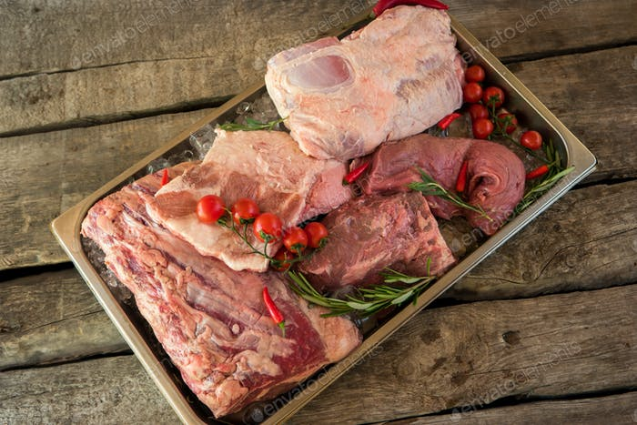Tray with meat and ice