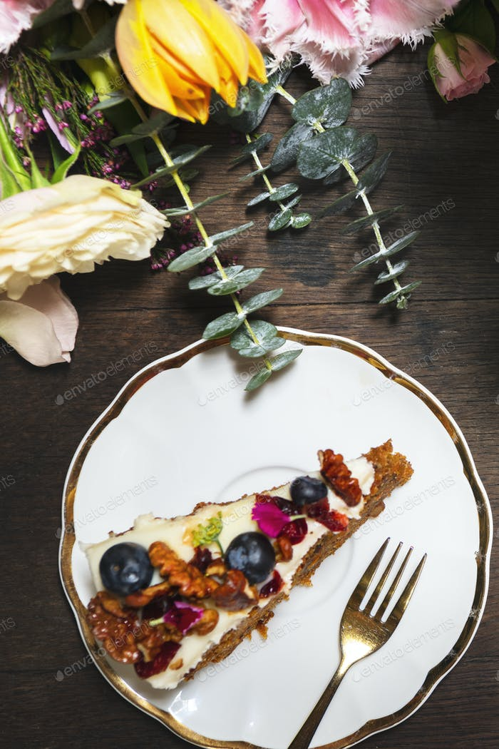 Carrot cake with berries