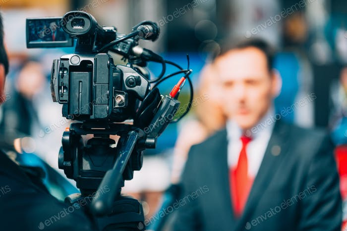 media_interview_ 2418 f1