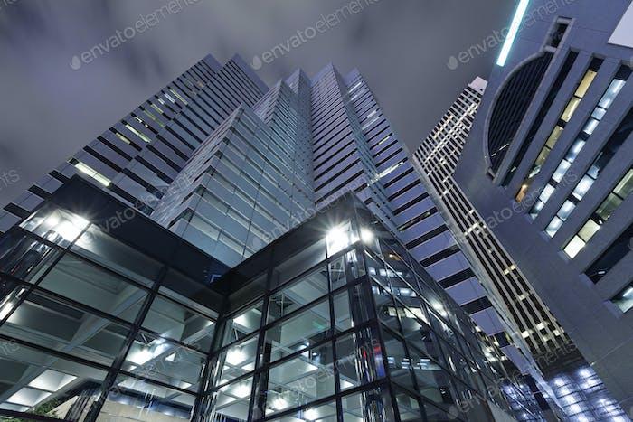 Moderne Architektur. Moderne Wolkenkratzer aus Stahl und Glas in Tokio