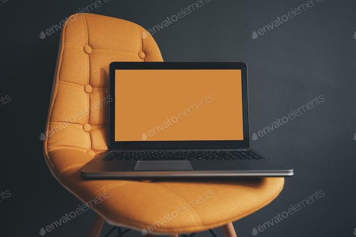 Ordenador portátil con Completa en blanco