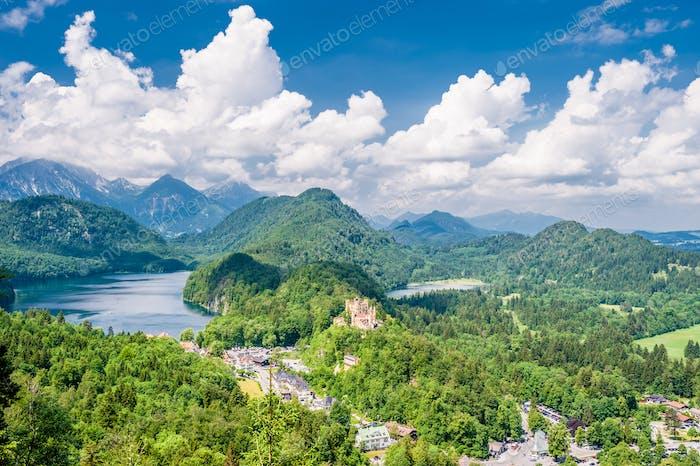Landschaft mit Schloss von Hohenschwangau in Deutschland