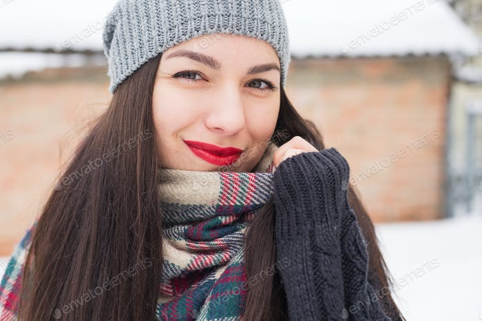 Carefree girl, laughing on a winter day. Outdoor photo of young european woman cheating