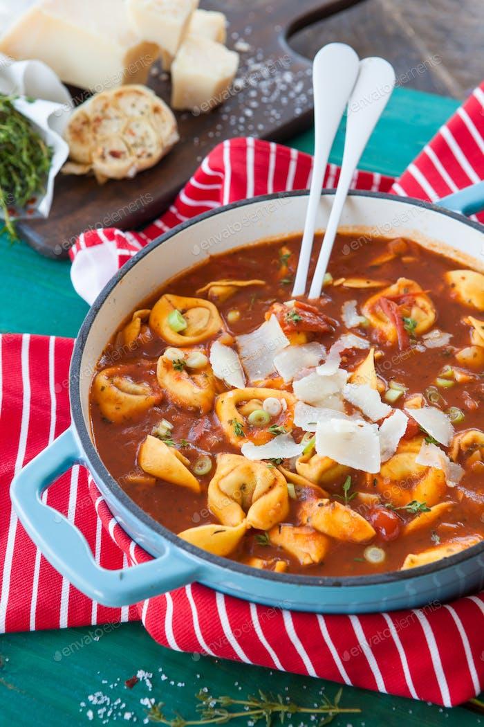 Tortellini in tomato sauce / soup