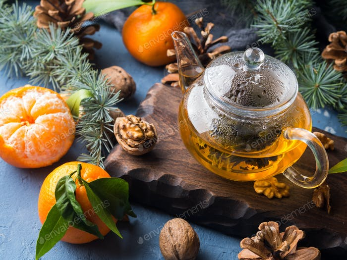 Wintertee und Mandarinen