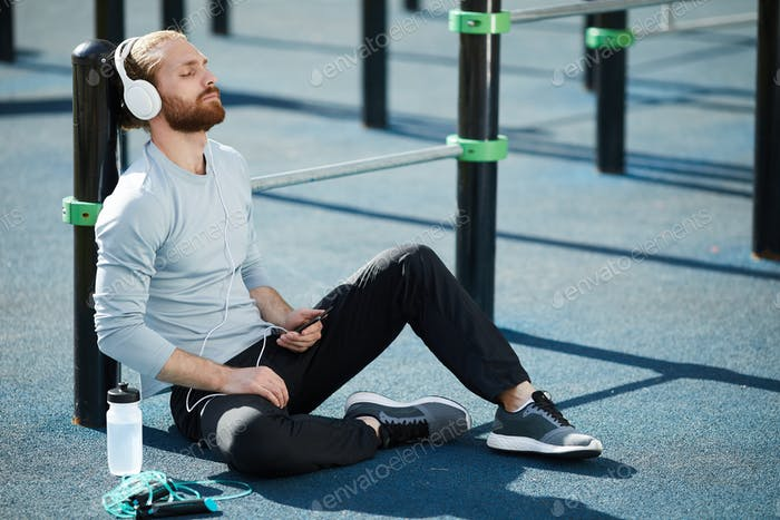 Meditating before sports training