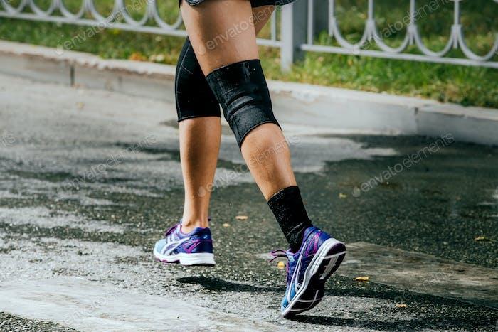 Legs Damen Athlet im Kniepolster