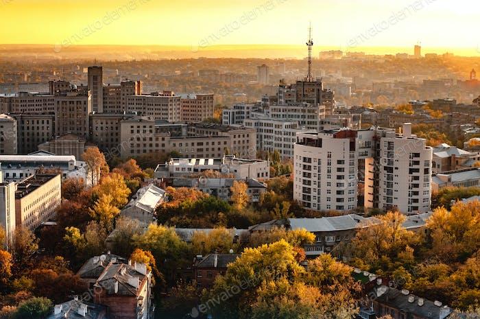 Vue aérienne d'une ville avec des immeubles de grande hauteur