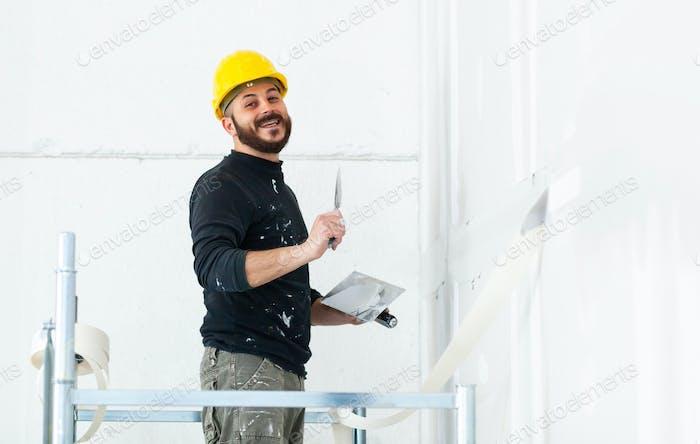 Arbeiter Putz Gipskartonwand.
