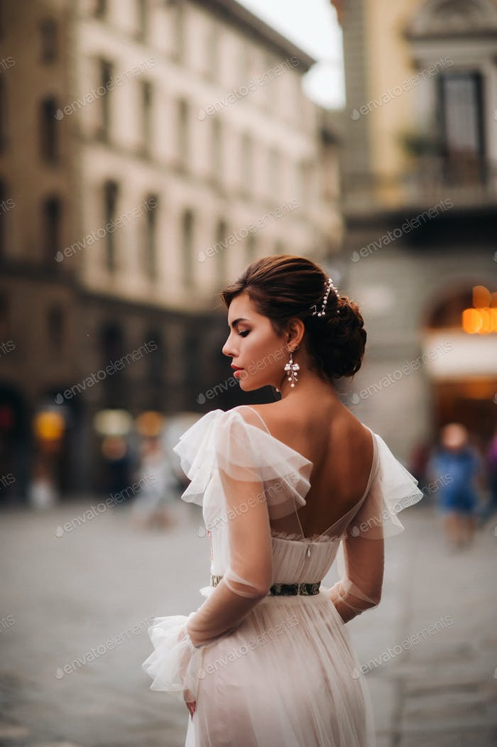 girl-bride wedding dress with a beautiful floral pattern in Florence, stylish bride in a wedding