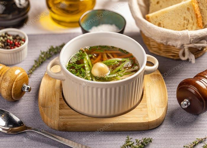 Sopa clásica de verduras de pollo