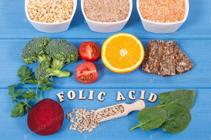 Inscription folic acid with nutritious different ingredients containing vitamin B9 and minerals