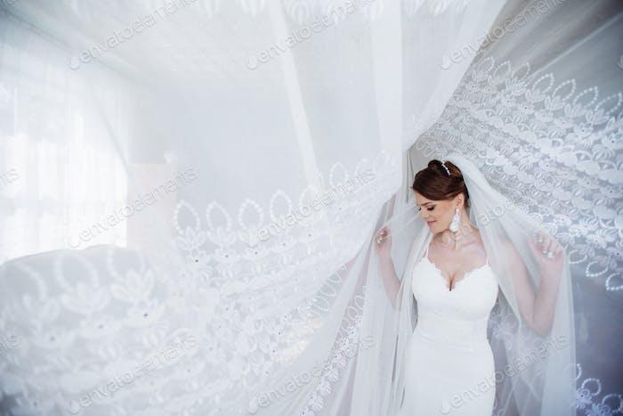 Beautiful bride posing in daylight