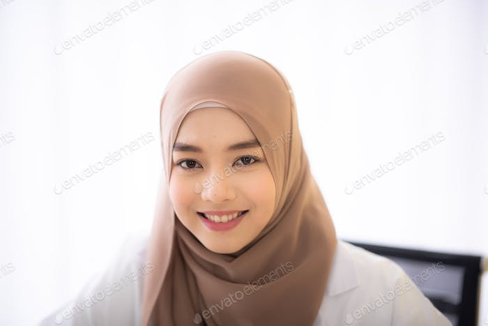 muslim asian woman doctor, Professional muslim doctor working in hospital, healthcare and medicine