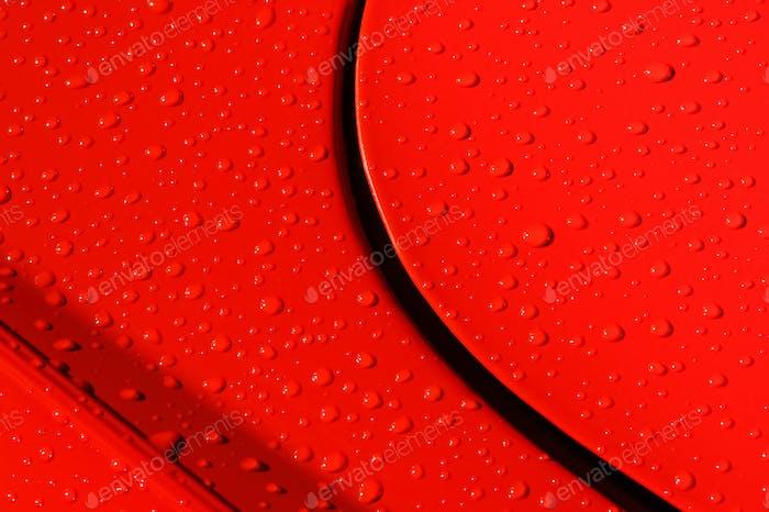 Regentropfen auf Metall