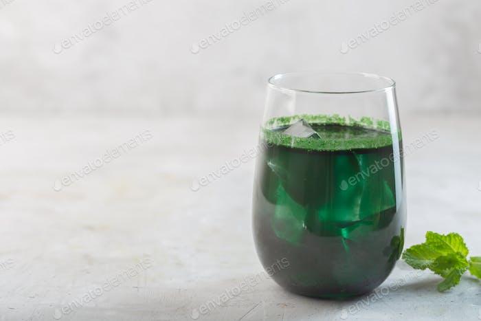 Green drink prepared with single celled green algae chlorella