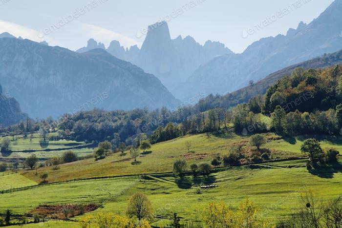 Naranjo de Bulnes (bekannt als Picu Urriellu) in Asturien, Spanien