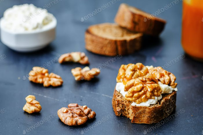 crostini with walnuts and caramel