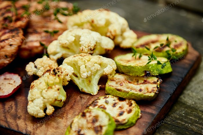 Gegrilltes Zucchini-Gemüse