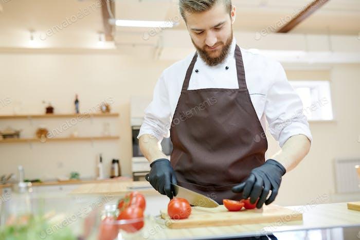 Cocina profesional del chef en el Restaurante