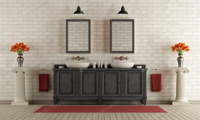 Klassisches Badezimmer mit Doppelwaschbecken