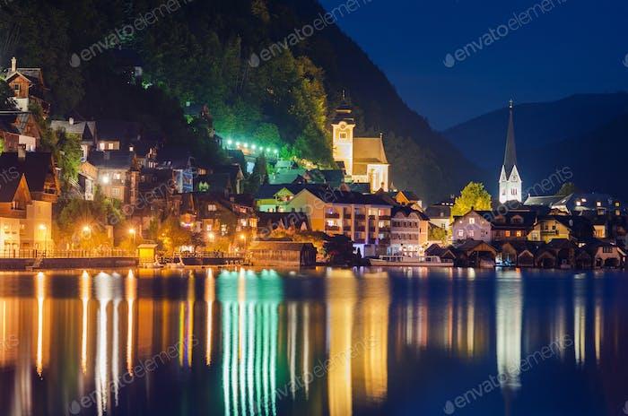 Hallstatt Dorf bei Nacht