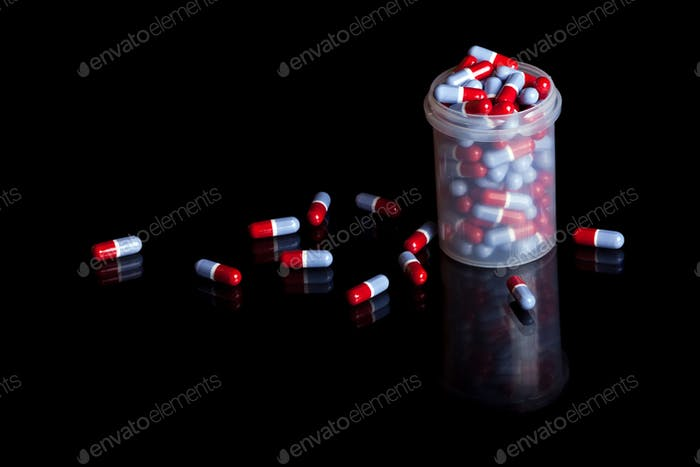 Behälter voller Pillen