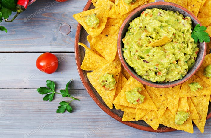 Guacamole avocado, lime, tomato, onion and cilantro, served with nachos