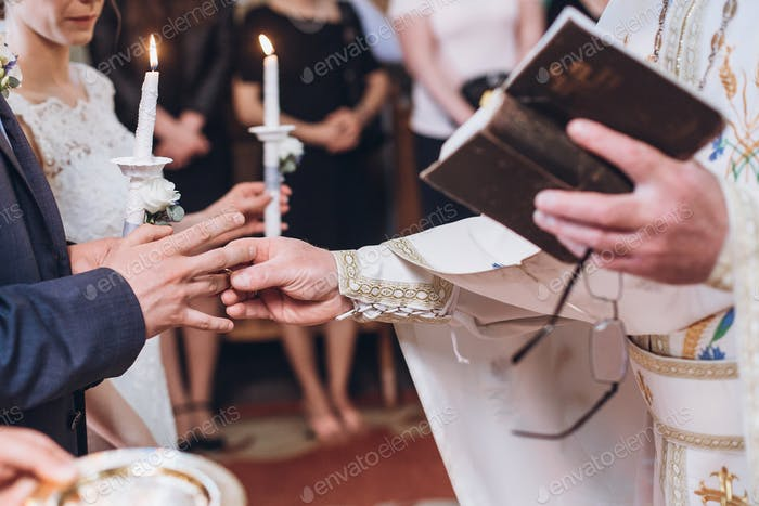 intercambio de anillos de boda