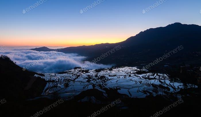 Yuanyang Reisterrasse bei Sonnenaufgang, Yunnan, China