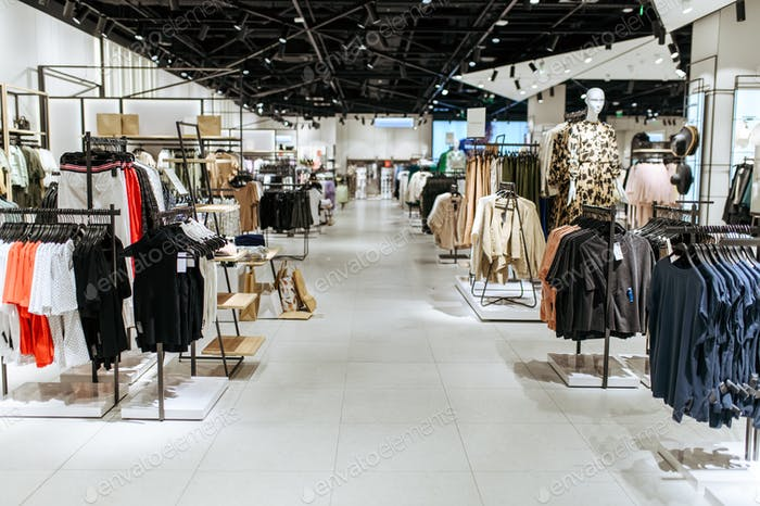 Выбор одежды в магазине одежды, никто