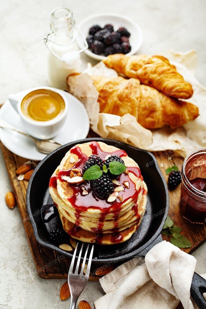 Frisch gebackene Pfannkuchen