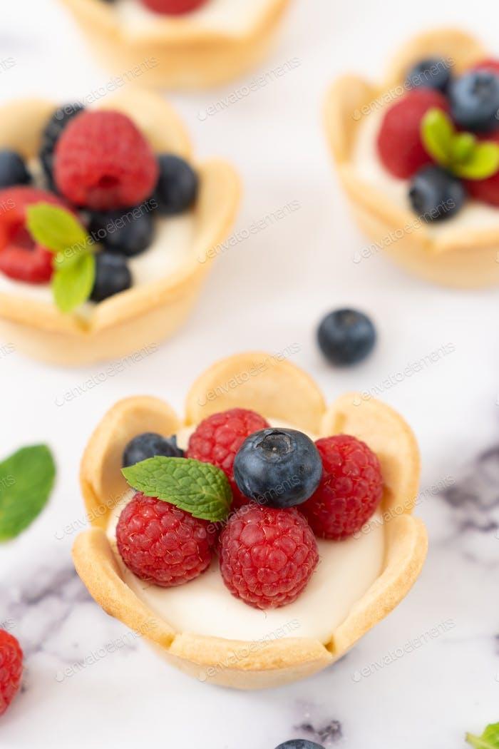 Mini fruit cream cheese tart