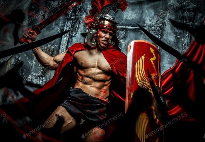 Römischer Krieger greift seine Feinde an