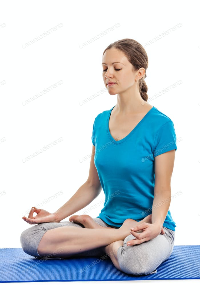 Yoga - junge schöne Frau tun Yoga Asana excerise isoliert