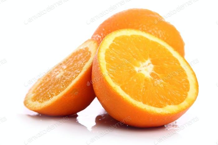 Frische Orange isoliert auf weiß