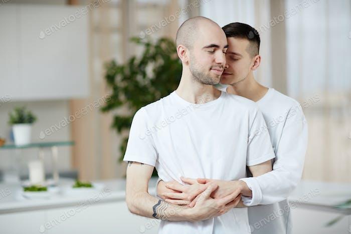 Umarmung schwuler Männer