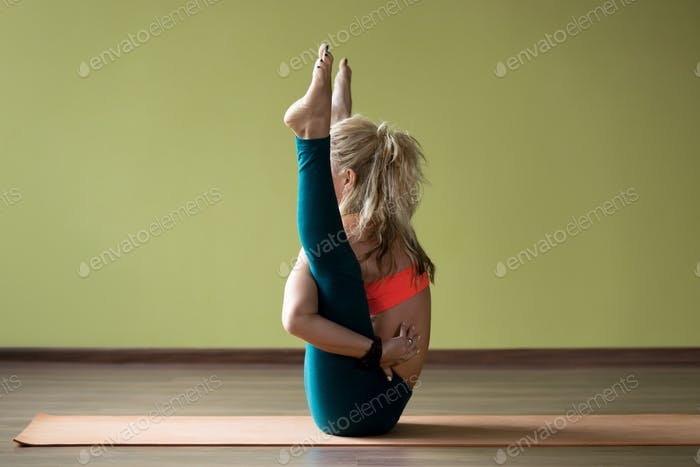 Hip-opening yoga training