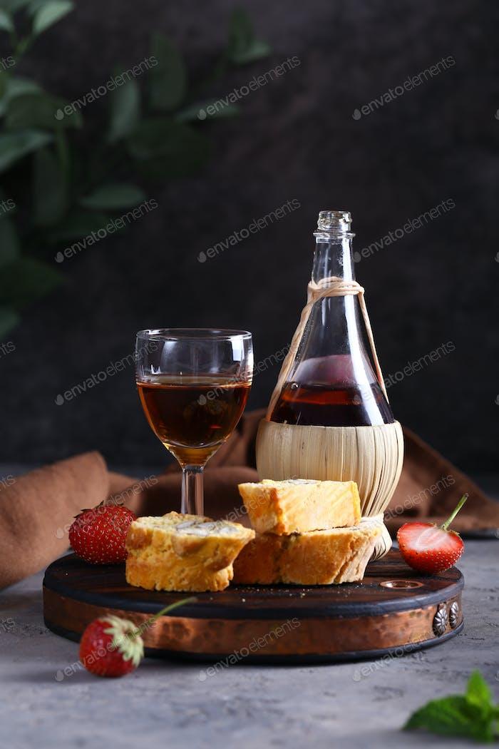 Biscotti Kekse und Wein